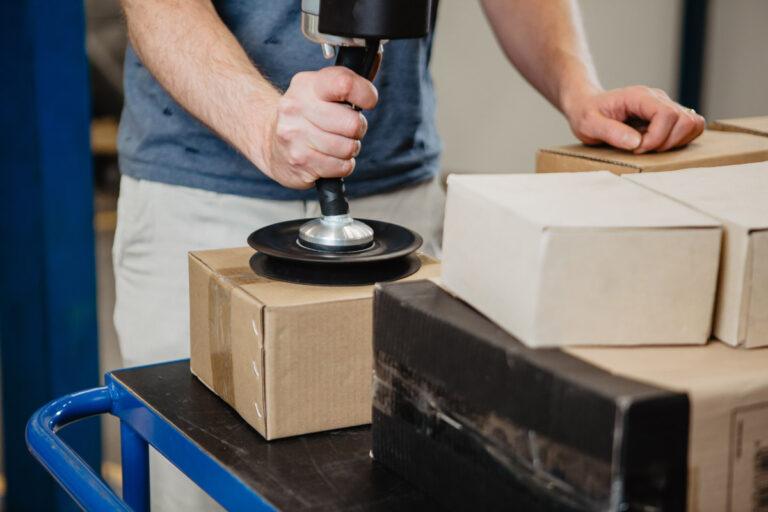 Lyft lådor och kartonger snabbt och effektivt - Movomech Easyhand Pro Rapid